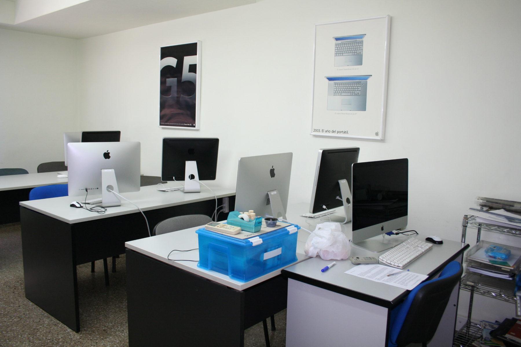 Equipamiento escuela de diseño y desarrollo web en Elche