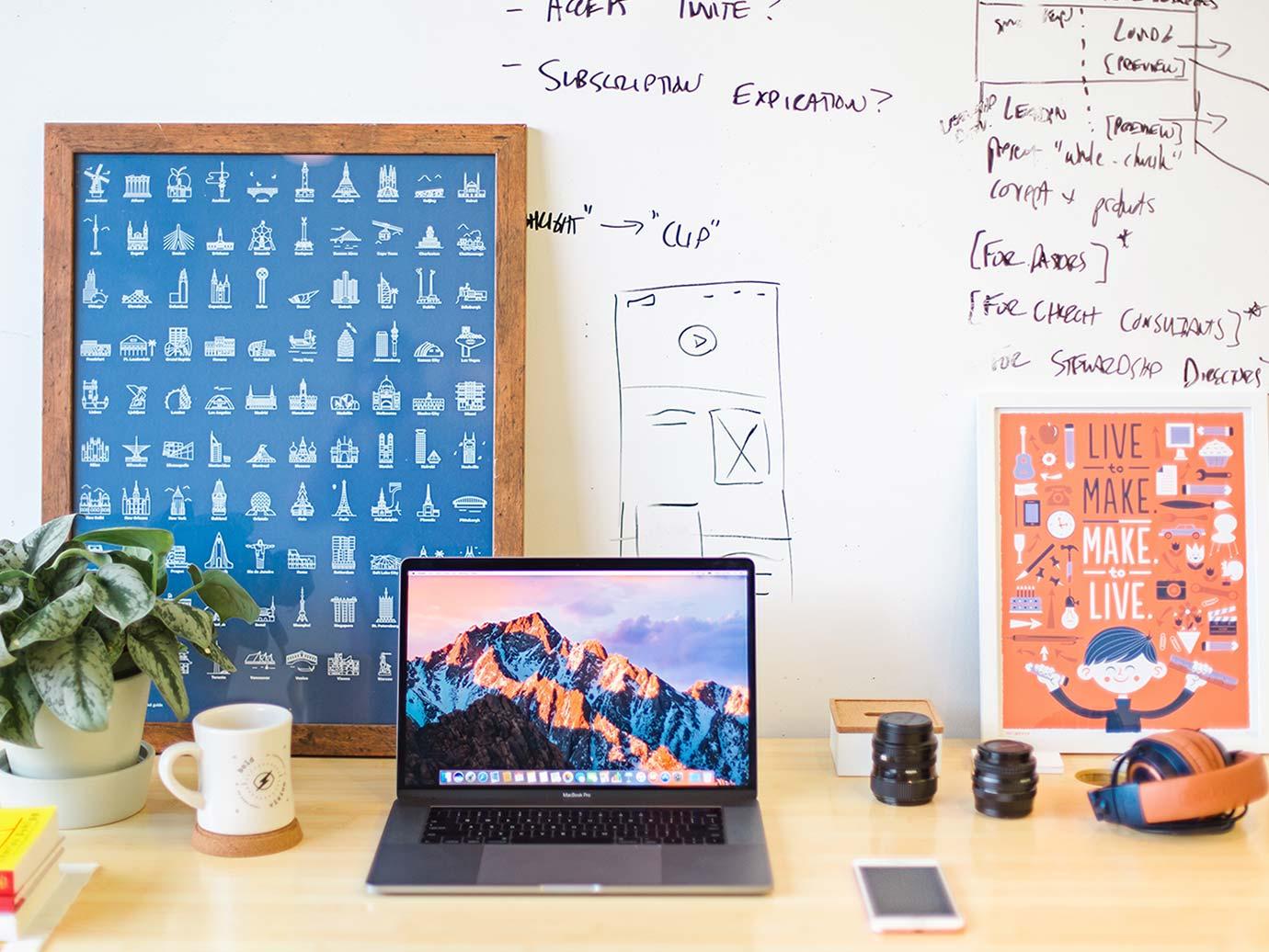 Trabaja como diseñador gráfico - Escuela de Diseño, Web y Calzado.